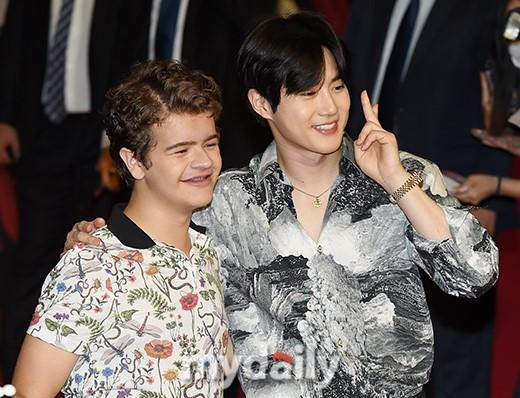 EXO成員SUHO與KAI出席NETFLIX《怪奇物語》韓國紅毯