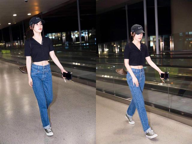 袁姗姗机场新造型洋溢着青春的气息,却被好身材抢镜