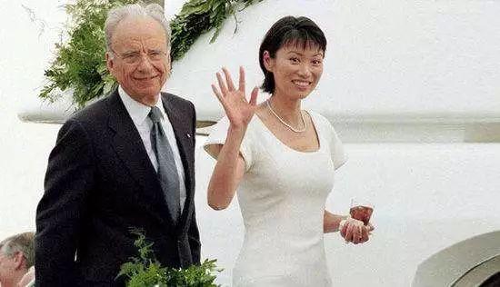 換過十幾任小男友的蕭亞軒,撩漢技巧能贏得了51歲的鄧文迪嗎?