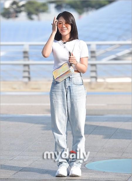 韩国女团A PINK成员郑恩地飞往澳大利亚拍电视节目
