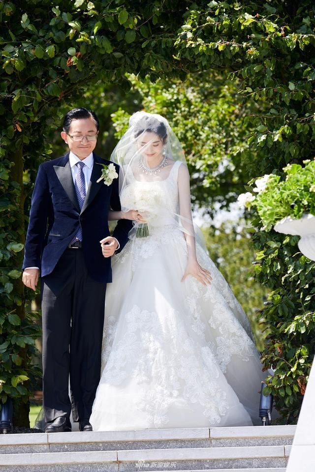 就算登不上热搜第一,这场梦幻婚礼照样打脸满屏的不相信爱情