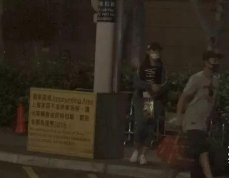 """三年情玩完!人气女神社交网宣布与""""招积""""分手:感情画上句号"""