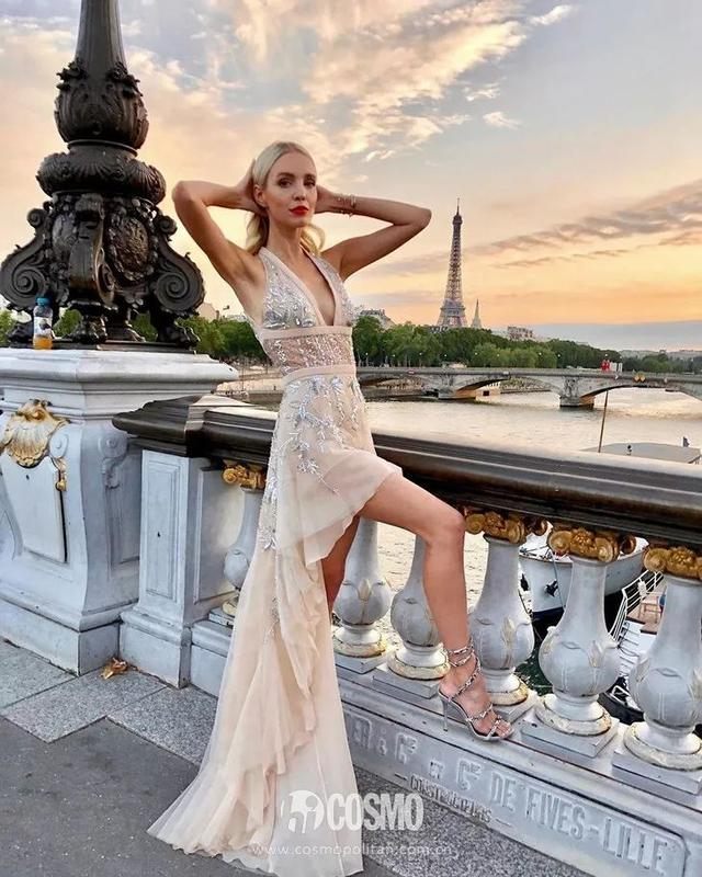 我的天鵝頸和鎖骨,在這條裙子下統統藏不住