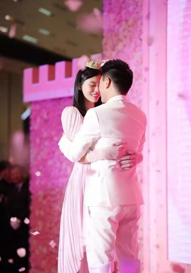 恭喜恭喜!赌王四房儿子婚照曝光:宣布与国际超模内地领证结婚