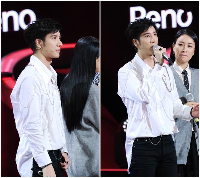王力宏出席发布会,白衬衫搭配黑色长裤帅气优雅,哪里像43岁