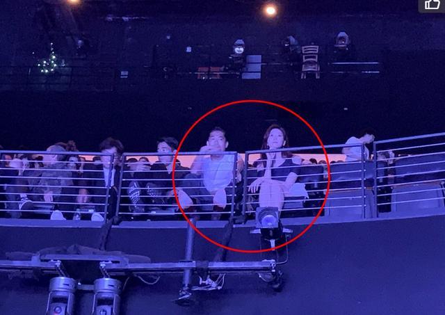 林志玲夫妇婚后首同框现身,同看演唱会,小细节看出两人默契十足