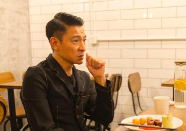 57岁刘德华拍戏被安全气囊撞头犯迷糊,不用替身超敬业
