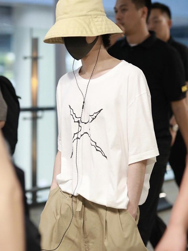 爱豆怎么搭配渔夫帽的?看看华晨宇和孙红雷,这反差萌绝了