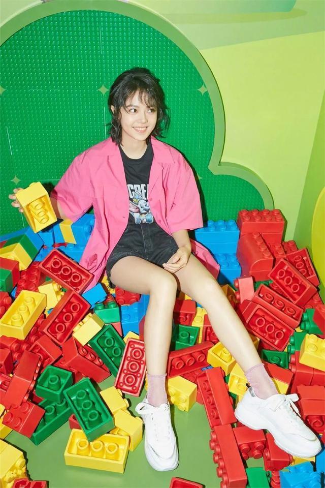 赵今麦小姐姐太厉害了,堆堆袜不仅穿出了可爱,还秀了一把身材呢