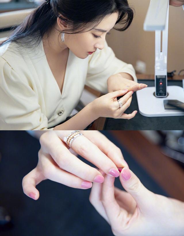 刘亦菲久违晒近照依然似仙女,长发红唇配白裙优雅从容,越发精致