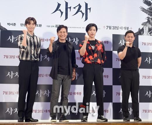 樸敘俊安圣基等韓國藝人出席新片《使者》發布會
