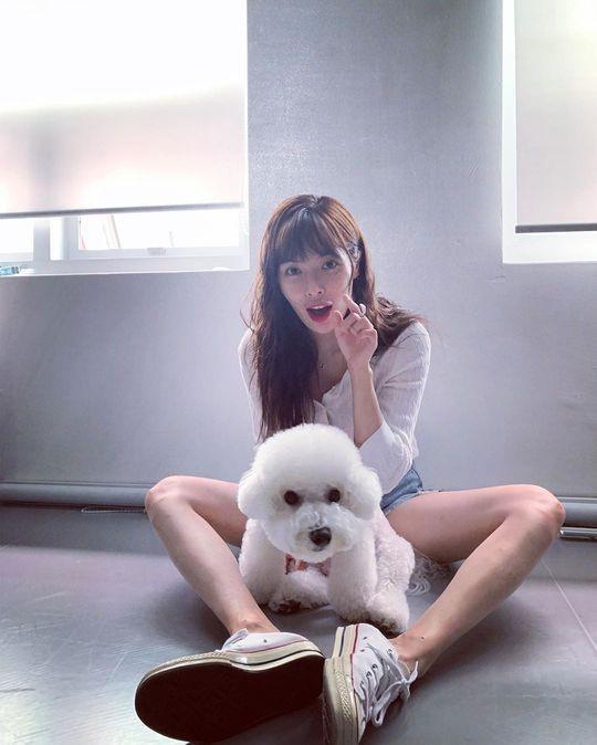 极速PK10女艺人泫雅SNS发与宠物犬合影