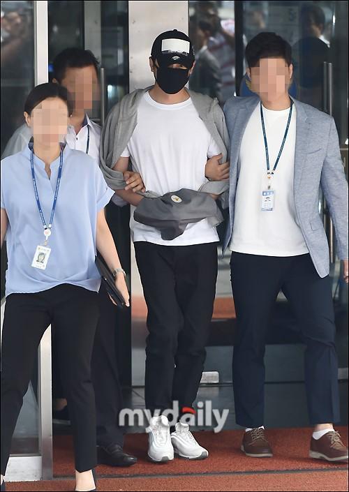 韓國藝人姜至奐涉嫌性侵被帶往法院出席拘留前審訊