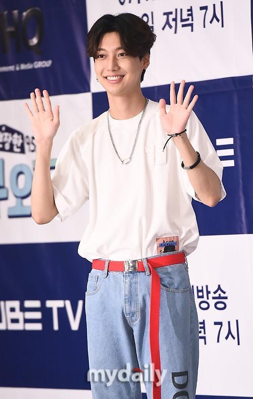 陸星材等韓國藝人出席cube電視臺《漂亮的95s》節目發布會