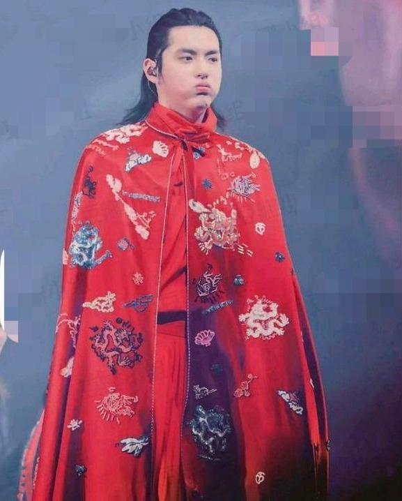 吴亦凡发福后时尚资源大不如前,没有作品支撑,流量迟早要被淘汰