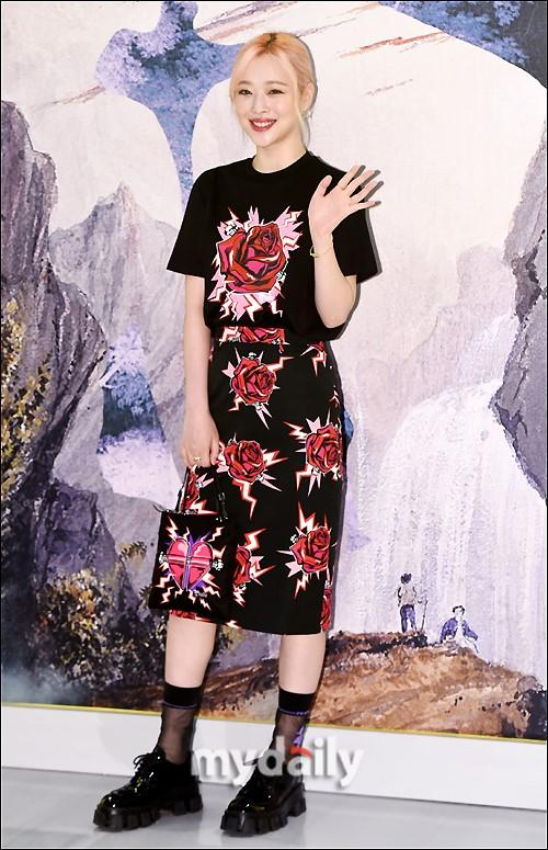 崔雪莉等韓國藝人京畿道出席品牌宣傳活動