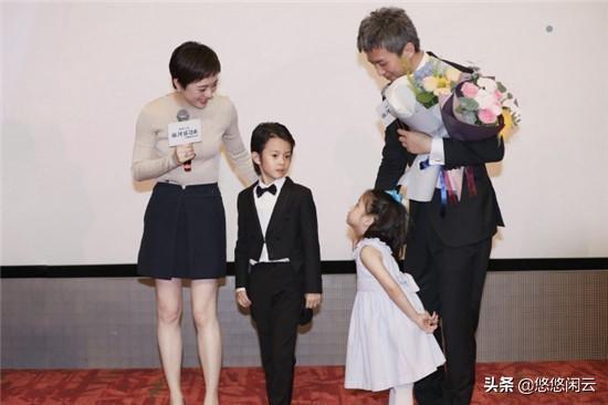 孙俪带儿女支持邓超电影,女儿谨记妈妈教诲,红毯秀自带气场