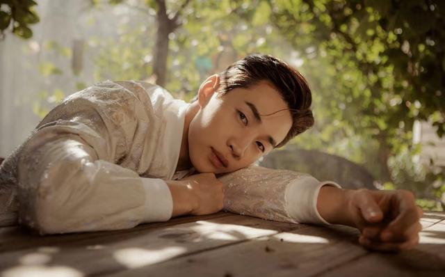 为迎刘宪华《向往的生活》多录一期?然而他也是抱着宣传目的来的