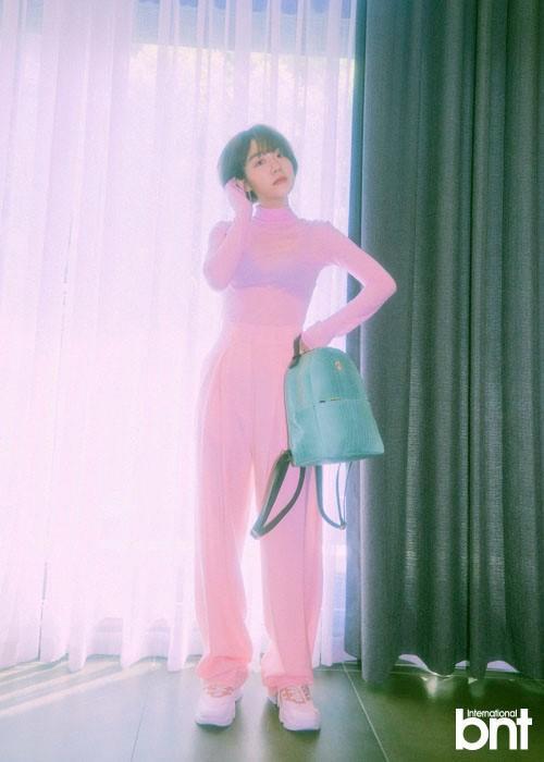 韩国女艺人苏周妍拍杂志写真