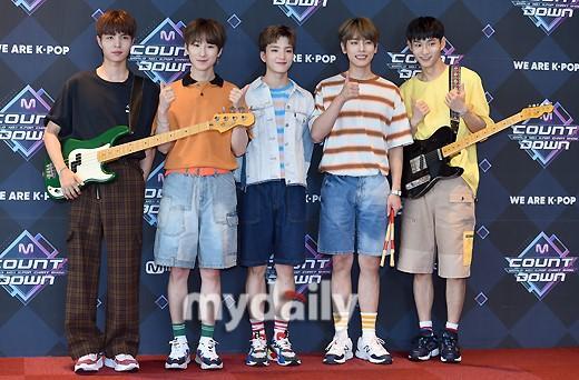 Limitless等韓國偶像組合參加《M倒計時》彩排