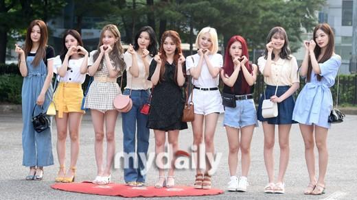 NATURE等偶像組合參加KBS2TV《音樂銀行》節目彩排