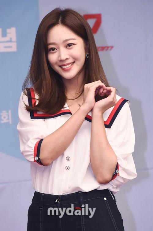 北京pk10女艺人赵宝儿首尔出席代言品牌宣传活动