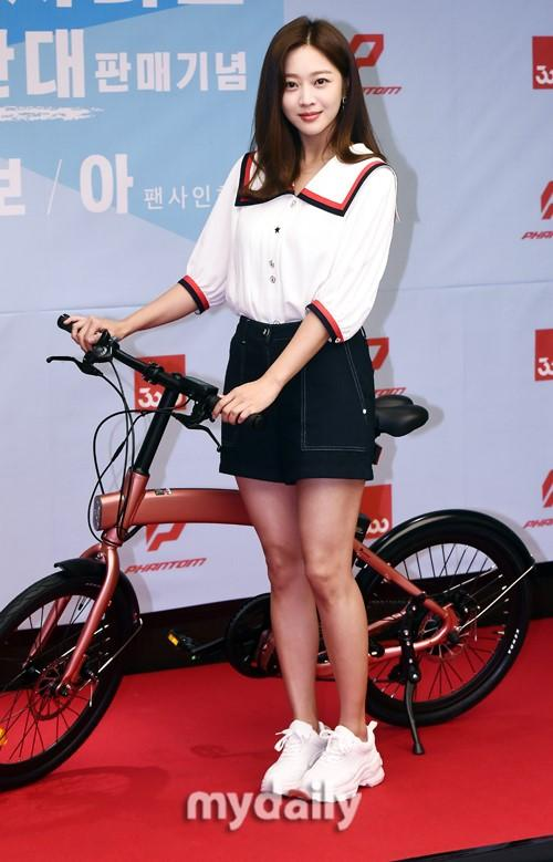 韩国女艺人赵宝儿首尔出席代言品牌宣传活动