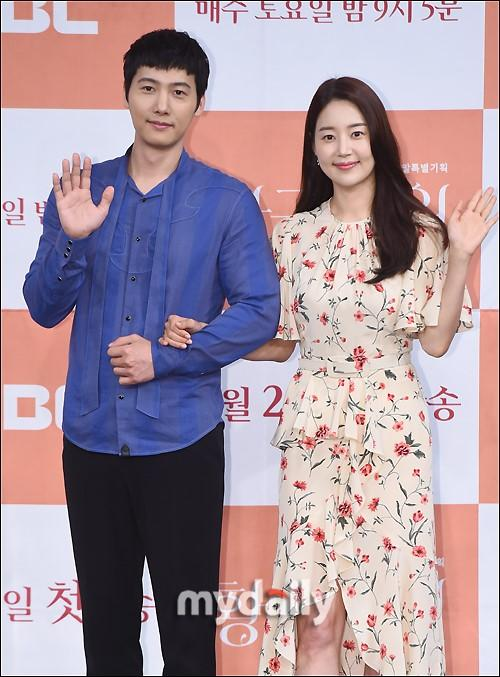 吴智恩李泰成等韩国艺人出席MBC周末剧《黄金庭院》发布会