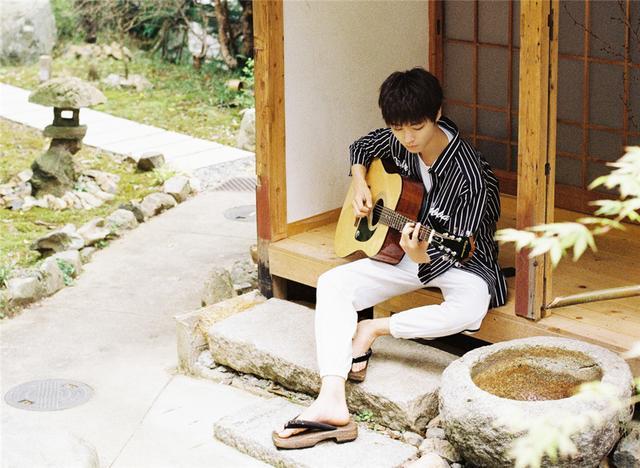 20歲王俊凱堪稱襯衫穿搭教科書,4招打造少年感,95后就該這么穿