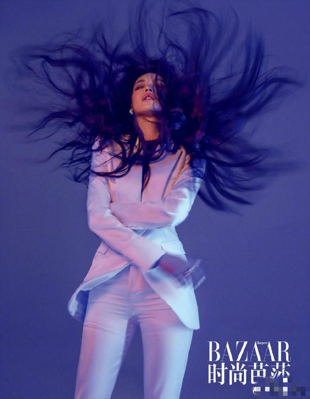 舒淇杂志封面照来袭,5套造型5款唇色,尽显时髦百变女王风范