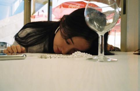 明星是高危职业吧,刘亦菲韩雪被粉丝强扑摔倒,李宇春被按头强吻