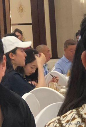 刘亦菲喝酒上脸被拍到丑照,曾喝倒欧弟,酒后掰手腕赢过闺蜜
