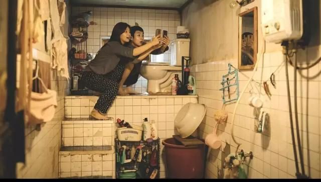 韩国电影的首个戛纳金棕榈奖!《寄生虫》剧情很扯,内核有多深?