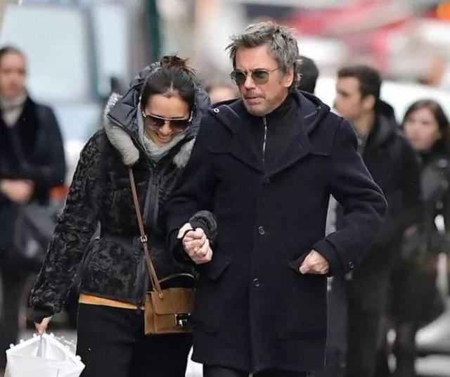 """整个威尼斯都在为她的""""女皇装""""鼓掌!53岁巩皇为什么不过气?"""