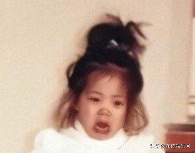 蒜头鼻、爆炸头,2岁欧阳娜娜被迫走秀崩溃爆哭!被男模抱起秒变脸