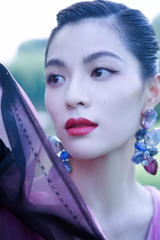 钟楚曦所有活动的妆都是她自己画的你敢信?