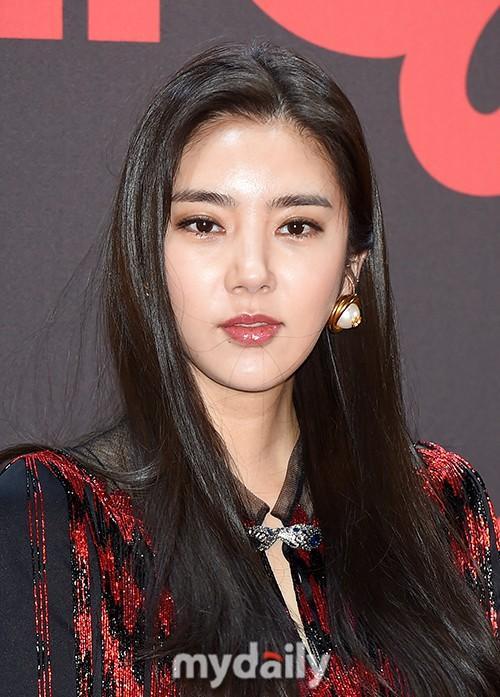 孙淡妃等韩国艺人首尔出席品牌活动