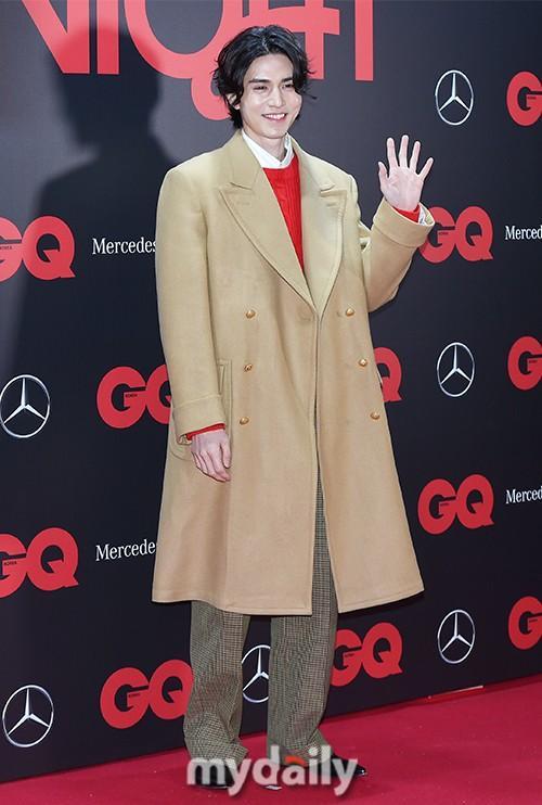 李栋旭等韩国艺人首尔出席品牌活动