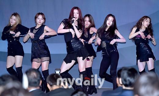 韩国女团Rocket Punch担任棒球颁奖礼特别嘉宾