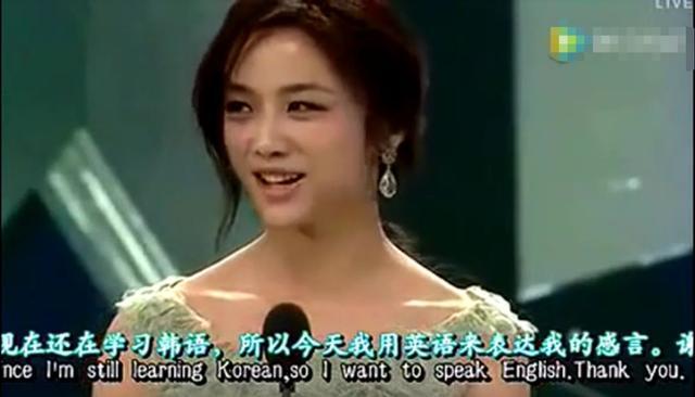 娜扎因英语口音惹争议,明星说不好英语该被嘲笑吗?