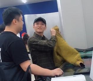 吴京机场被拍当场发飙,表情严肃凶狠怒吼跟拍者,网友却赞其暖心