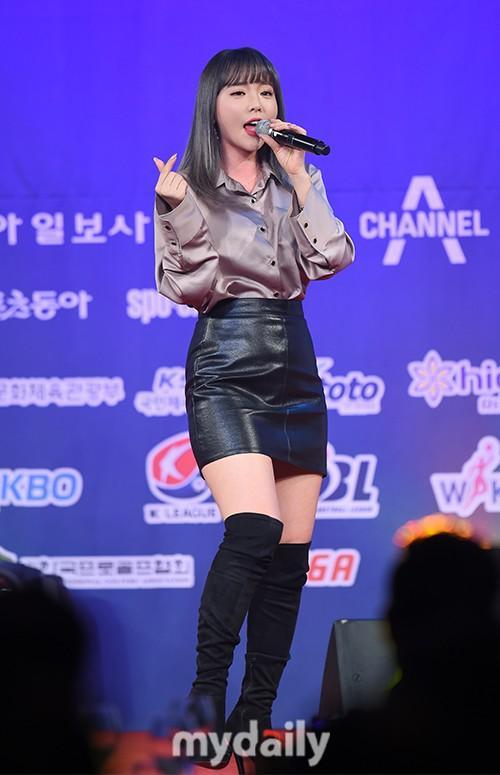 (G)I-DLE洪真英等歌手首尔出席体育颁奖礼