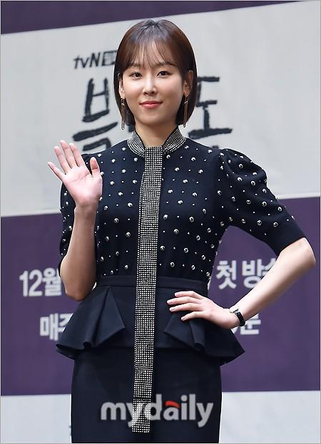 徐玄振羅美蘭等藝人出席tvN新劇《黑狗》發布會