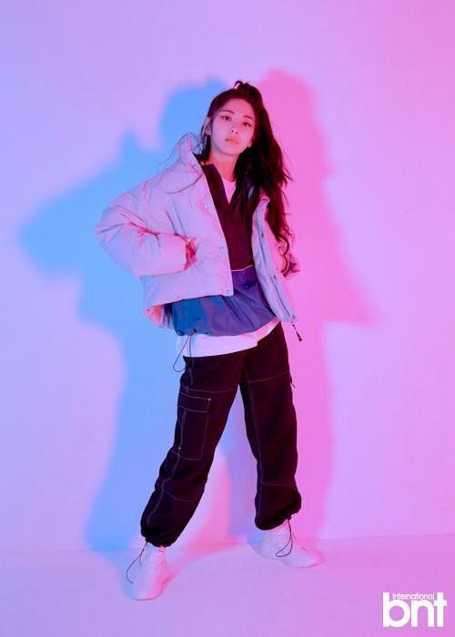 韩国女艺人Luri最新杂志写真曝光