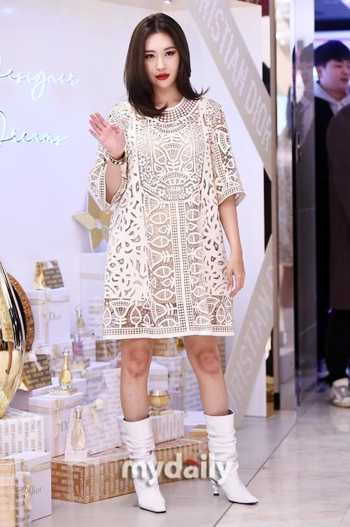 韩国女歌手宣美首尔出席品牌活动