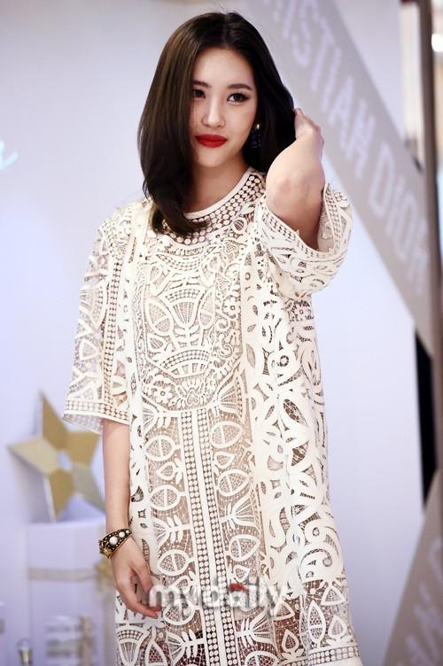 韓國女歌手宣美首爾出席品牌活動