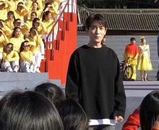 路透:朱一龙阳光又成熟颇有大学生感,肖战状态保持的很稳定了