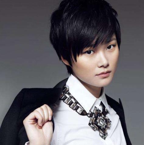 艺人是高危职业?李宇春35岁被父亲逼退圈,袁弘抵制工作超12小时