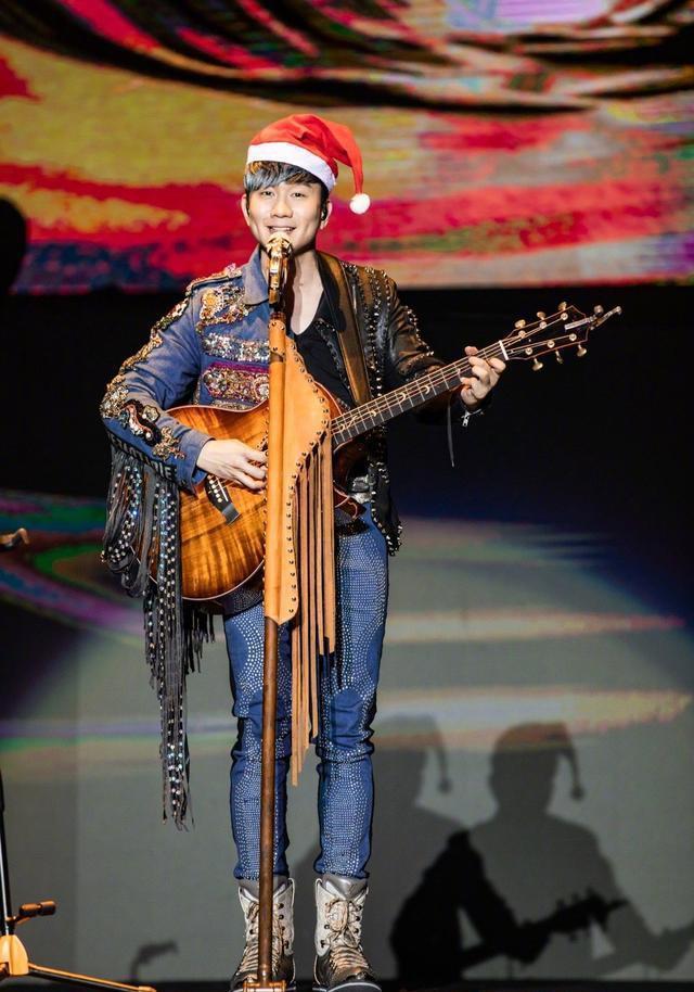 阿杜林俊杰再合唱,46岁阿杜发福认不出,娶圈外上班族儿子已3岁