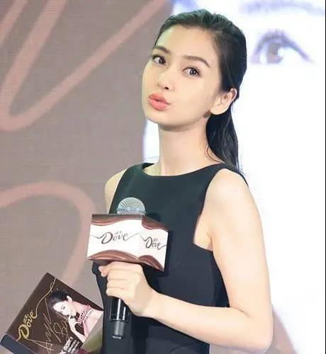 女明星嘟嘴照,赵丽颖刘诗诗刘亦菲很娇憨,baby被评做作